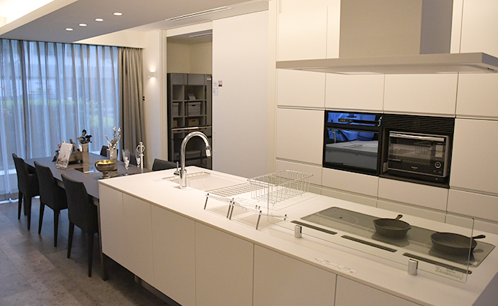 白いキッチンの空間展示